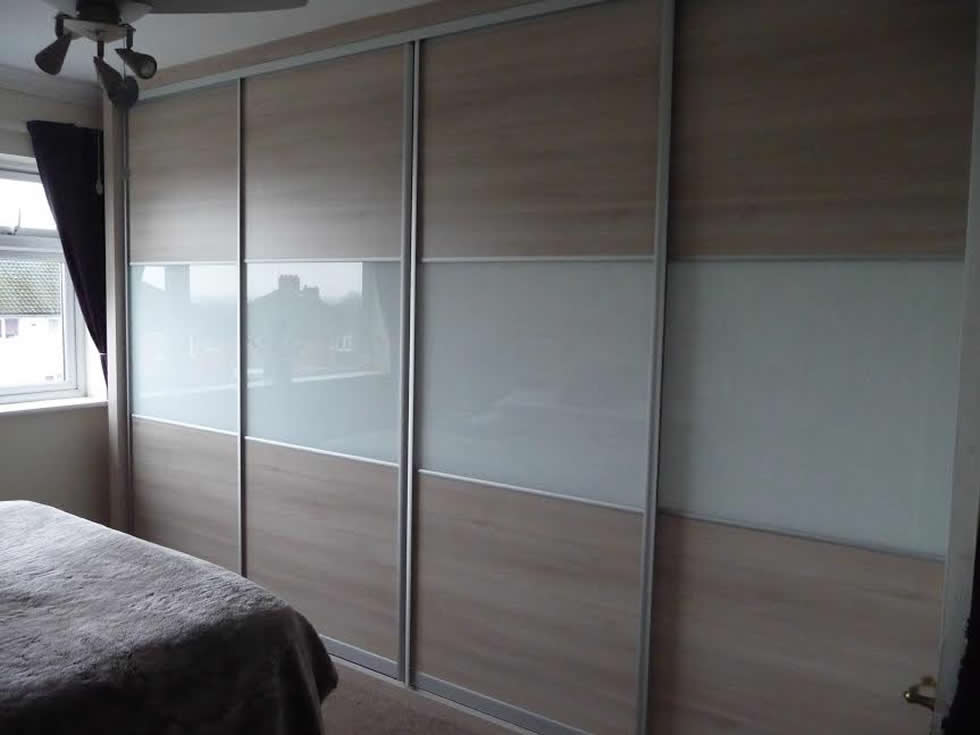Sliding bedroom doors and wardrobes for Sliding bedroom doors
